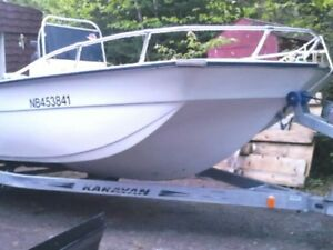 18 foot center concle boat