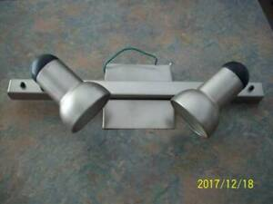 Ceiling double track light