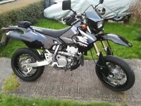 SUZUKI DRZ400SM K5 BLACK. 3,800 MILES.12 months mot. Acerbis guards.New battery. Very nice condition