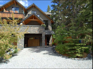 Canmore Luxury 3 Story Condo Bow River - August 16 - 31 only
