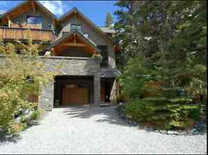 Luxurious 3 storey furnished condo downtown Canmore