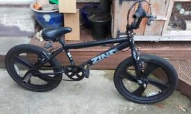 Bmx for sale my lil brother saleing to save for new one