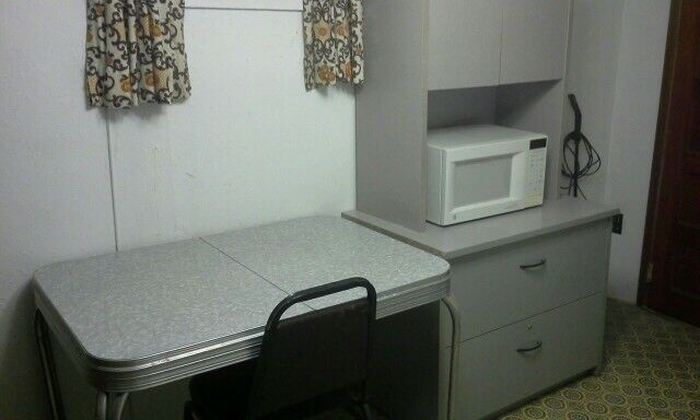 Cozy, furnished one bedroom apartment .   Long Term ...
