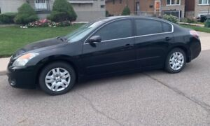 2009 Black Nissan Altima in good condition for sale