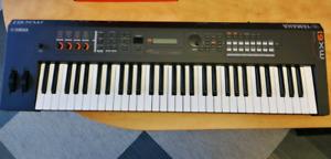 YAMAHA MX61 electronic piano sythesizer keyboard