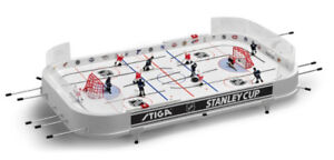 PRISTINE Leafs v Canadiens Table Hockey Set with folding stand