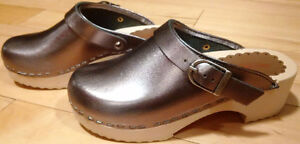 Swedish Made Hanna Andersson Wooden Clogs, Girls Size 1