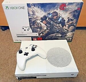 XBOX ONE S 1To + 2 Manettes + Accessoires 295$