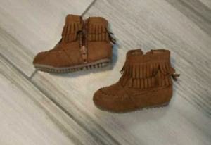 Joe Fresh Size 4 baby girl boots - never worn