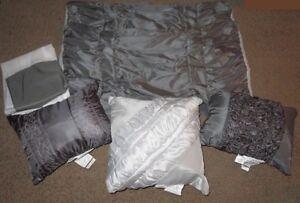 3 Accent Pillows, 2 Pillow Shams & 1 Bed Skirt