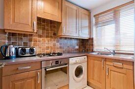 Tidy room available for a couple in St John's Wood, near Maida Vale, Paddington, Baker street