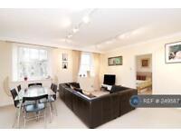 2 bedroom flat in Pierhead, London, E1W (2 bed)