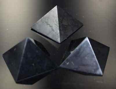 Schungit Pyramide Edelsteine Shungit  Schungitpyramide 40 mm