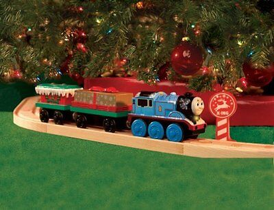 THOMAS the TANK & FRIENDS-HOLIDAY CHRISTMAS BATTERY AROUND THE TREE SET 2006 NEW