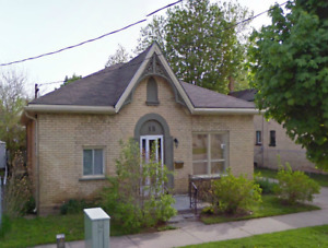 Beautiful 4-bedroom student home close to Laurier