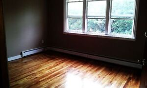 Large 2 BDRM,Hardwood -  Early Rent Incentive..