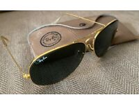 Vintage 1987 Ray-Ban (Ray Ban) Bausch & Lomb Aviator Classic Gold Frame Sunglasses.