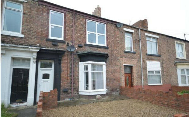 5 bedroom flat in The knoll, Sunderland