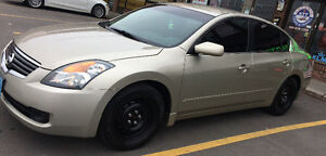 2009 Nissan Altima Sedan. Low KM's  + Affordable And Like New.