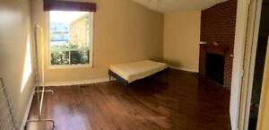 Midland/steeles rooms in house for rental