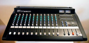 Yamaha Powered Mixing Console EMX2300, 12 channel, Primo