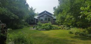 Lac Du Bonnet 6 STAR LUXURY Cottage Rental - 3400 Square Feet!