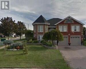 House on Oshawa for Rent (3+2 bedrooms)