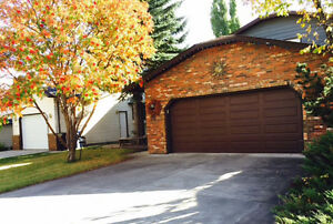 Edgemont Beautiful Spacious two storey 3 bedroom house for rent