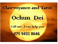 Clairvoyant and reading tarot