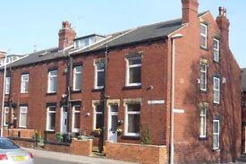 Large 2 Bedroom End Terrace House - Unfurnished - Leeds - Bramley