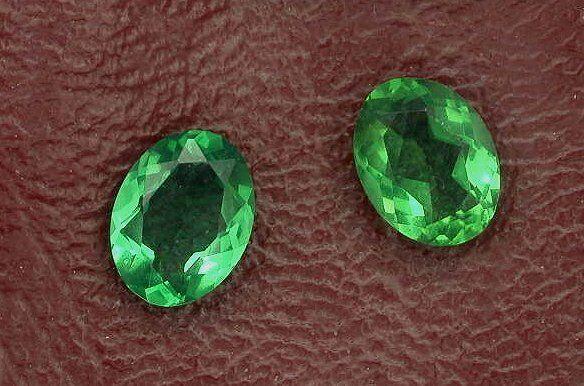 One 7x5 Oval Synthetic Emerald Gem Stone Gemstone 7mm x 5mm