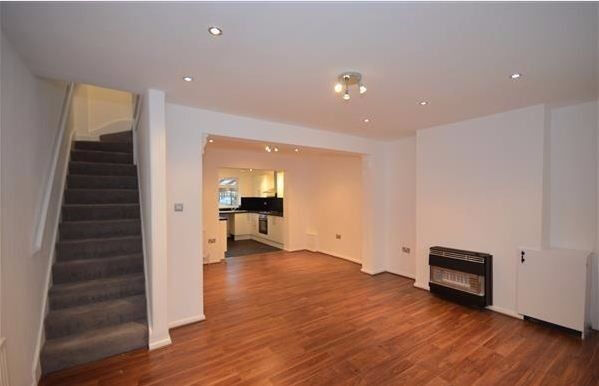 3 bedroom house in Market Street, Beckton, E6