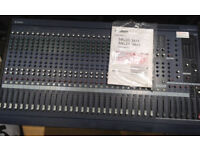 YAMAHA MG32/14FX desk/ mixing console, 32 channels with on-board processors, mint condition