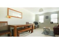 Light and Airy 2 bedroom flat with garage space in the peaceful conservation area of Clifton Hill