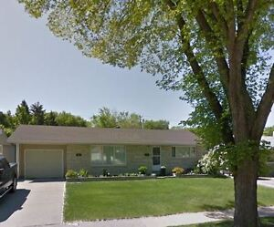 Beautiful 3+1 Bungalow just steps away from Green Acres School