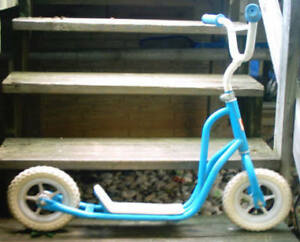 80'S VINTAGE SCOOTER AS SHOWN IN EXCELLENT CONDITION