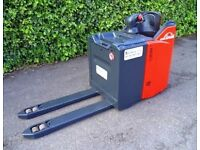 Linde T20 electric powered pallet truck