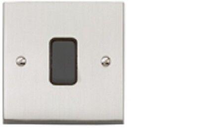 MK Alloy 10Amp 1Gang SP 2 Way light switch in Polished Chrome K5371 POC UCB