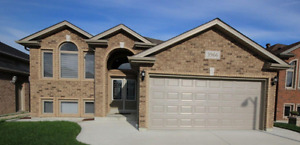5 Bedrooms & 3 Washrooms Raised Ranch in South Windsor for Rent