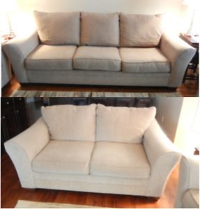 CONTEMPORARY SOFA AND LOVE SEAT IN EXCELLENT CONDITION!