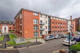 Double bedroom for house share - Old Bakers Court BT6 + Gym & UG Parking - Available 28th March