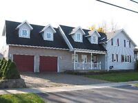 STUDENT RENTAL LARGE ROOMS LARGE HOUSE WITH POOL