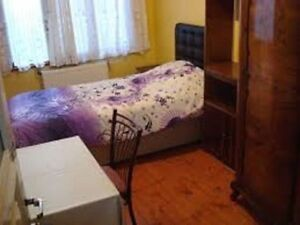 Weekly @ $220 or $40 Nightly .... Full Furnished Rooms