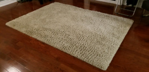 """Beige Area shag rug for sale 7'6"""" x 5'6""""."""