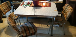 Retro table & 4 chairs