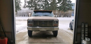 Ford f250 Lariat Supercab  with Gooseneck hitch included