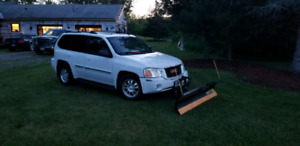 2004 GMC ENVOY 4X4 with PLOW