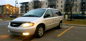 2004 Chrysler Town & Country Limited Clean