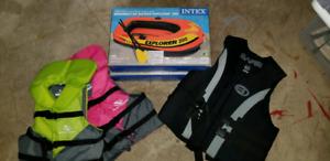 2 Rafts & 3 Lifejackets & 4 Paddles