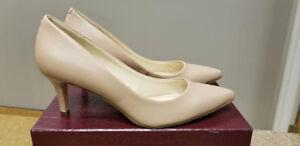 Size 6.5 Nude Nine West Heels